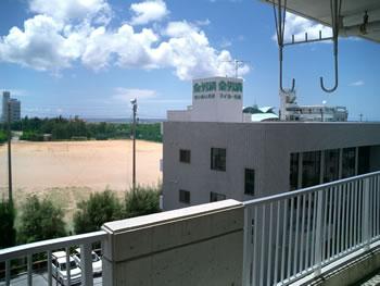 沖縄マンションリビングからの眺め
